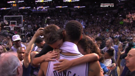 Tim Duncan celebrates the championship with his two kids, Sydney and Draven.